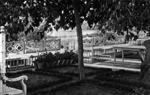 bahaullah-garden-river